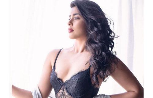 Sizzling Actress Nikita Sharma H0t Photo Stills